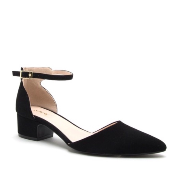 d3198bccde QUPID Shoes   10 Blk Pointed Toe Low Heel   Poshmark